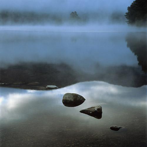 Ochtendmist boven Loch An Eilein